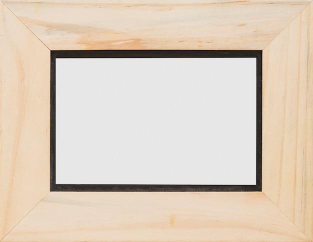 Primer plano de marco de madera en blanco blanco rectangular