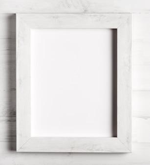 Primer plano de marco de madera simple