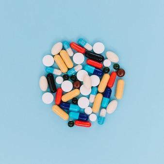 Primer plano montón de pastillas