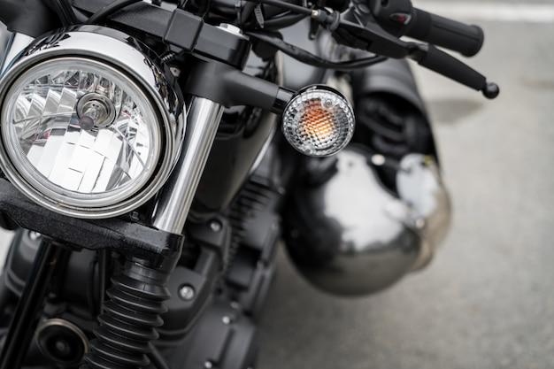 Primer plano de la motocicleta de la vendimia