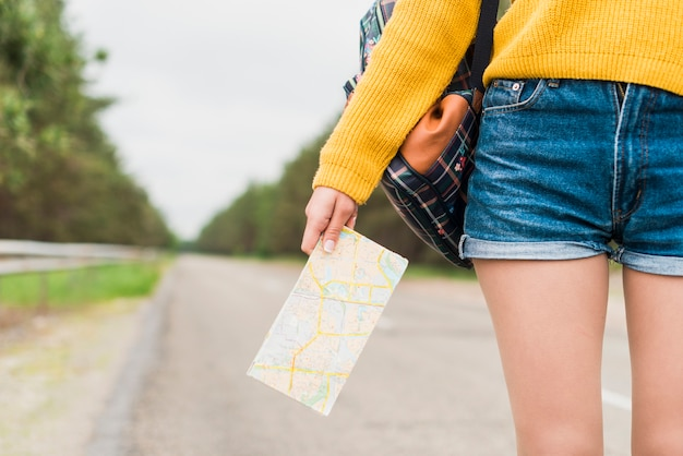 Primer plano, de, mujer, tenencia, mapa