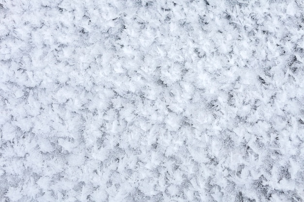 Primer plano de nieve helada en el lago congelado, fondo de naturaleza