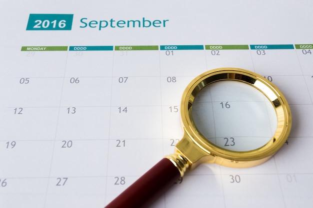 Primer plano de números en la página del calendario