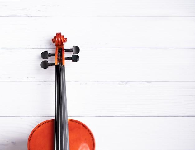Primer plano de orquesta de violín instrumental