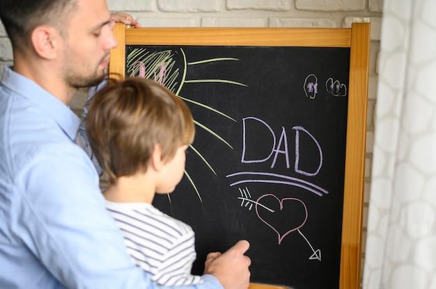 Primer plano, padre e hijo, dibujo