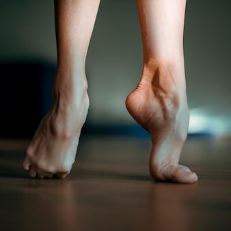 Primer plano de pies de balarina