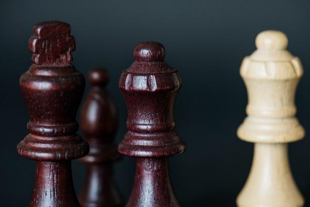Primer plano de piezas de ajedrez