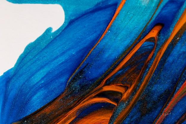 Primer plano de pintura azul y roja mixta