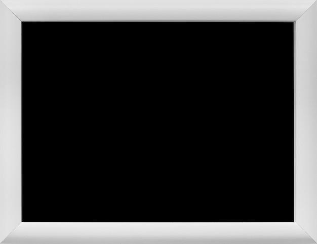 Primer plano de pizarra rectangular en blanco con borde gris