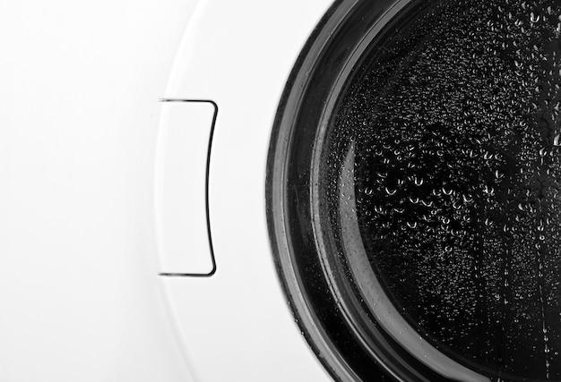 Primer plano de la puerta de la lavadora