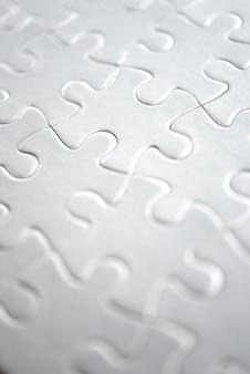 Primer plano de puzzle blanco completado
