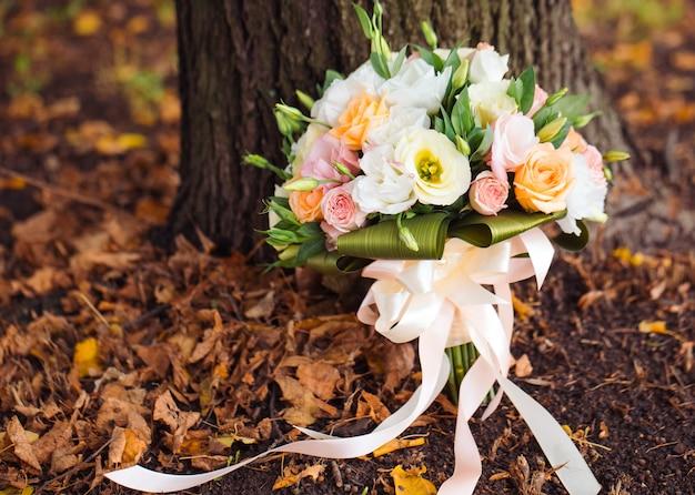 Primer plano de ramo de boda.