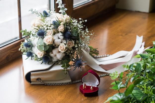 Primer plano de ramo de boda