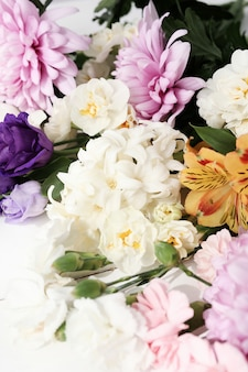 Primer plano de ramo de flores