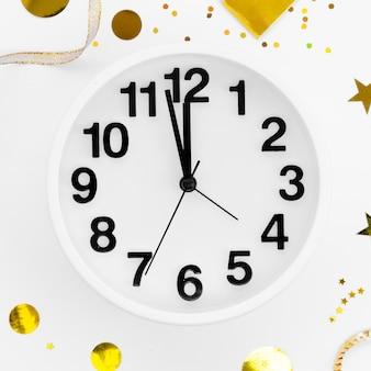 Primer plano del reloj de celebración de año nuevo 2020