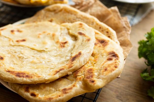Primer plano sabroso pan de pita blanco