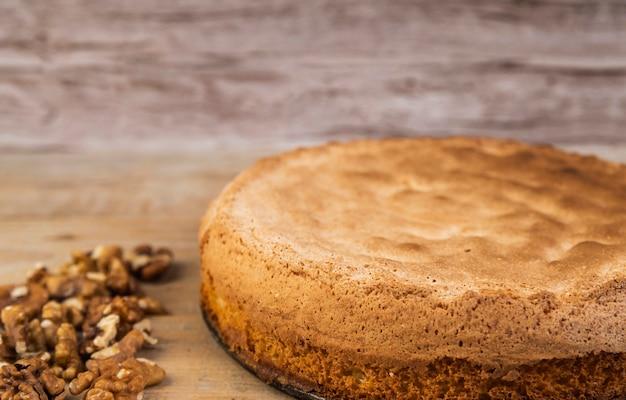 Primer plano sabroso pastel con nueces