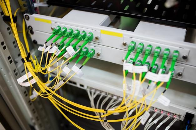 Primer plano del servidor montado en bastidor