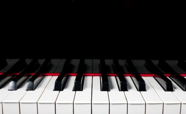 Primer plano de teclas de piano