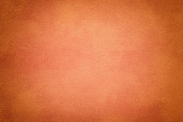 Primer plano de tela de gamuza mate coral. textura de terciopelo.