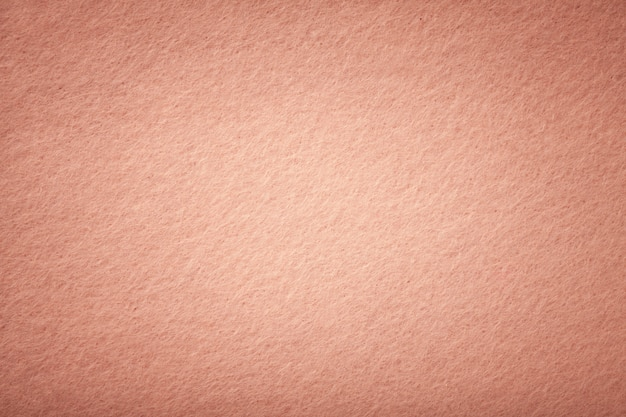 Primer plano de tela de gamuza mate de oro rosa.