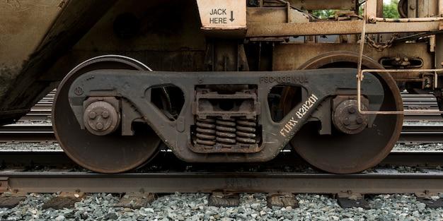 Primer plano, de, tren, rueda, en, ferrocarril, pista, kenora, lago, de, el, maderas, ontario, canadá