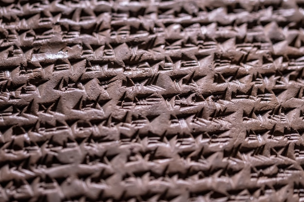 Primer plano de un veredicto de kanesh de hititas cuneiformes