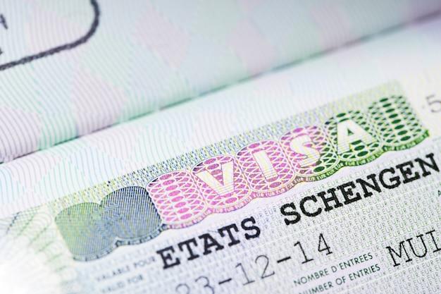 Primer plano de la visa schengen