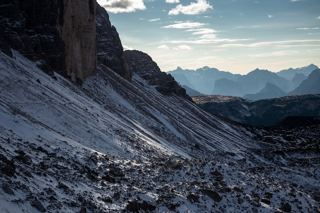 Primer plano de la zona nevada de tre cime di lavaredo, dolomitas, belluno, italia