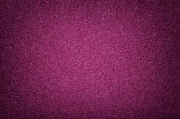 Primer púrpura oscuro de la tela de gamuza mate. textura de terciopelo de fieltro.