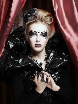 Princesa gótica hermosa oscura. fiesta de halloween.
