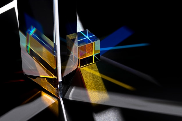 Prisma dispersando luces de colores