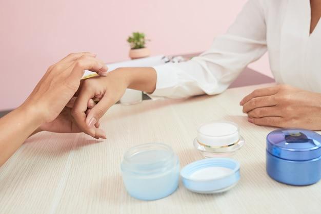 Probar nueva crema