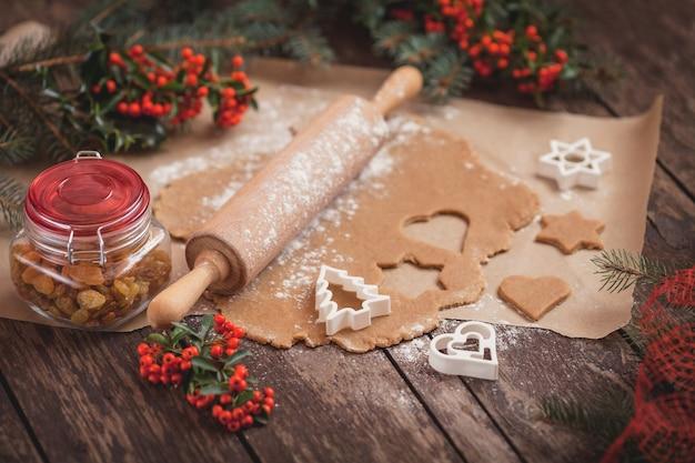 El proceso de hornear galletas caseras.