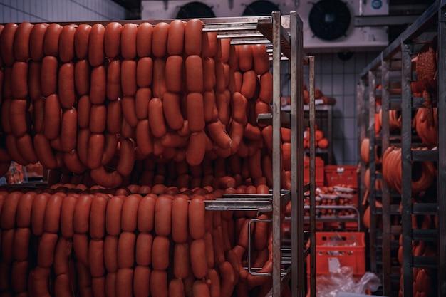 Producción de productos cárnicos en el supermercado en el supermercado.