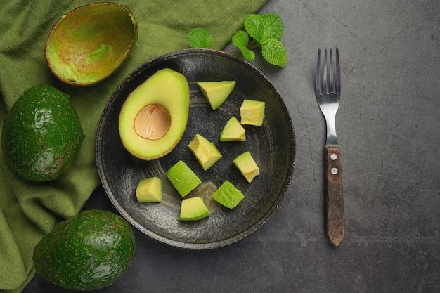 Productos de aguacate a partir de aguacates concepto de nutrición alimentaria.