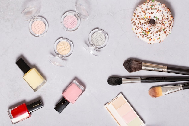 Productos de belleza cerca de donut