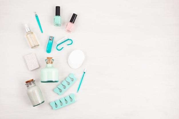 Productos cosméticos de belleza para manicura, pedicura, cuidado de pies y manos.