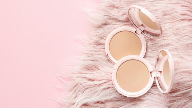 Productos cosméticos con fondo peludo