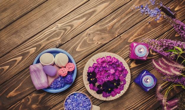 Productos para el cuidado del cuerpo spa. ingredientes para exfoliante casero. hermosa composición de spa.