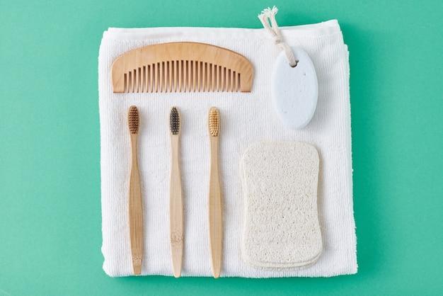 Productos para el cuidado del cuerpo, vista superior plana con espacio de copia. concepto ecológico natural de cero residuos