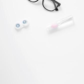 Productos para el cuidado de los ojos con espacio de copia