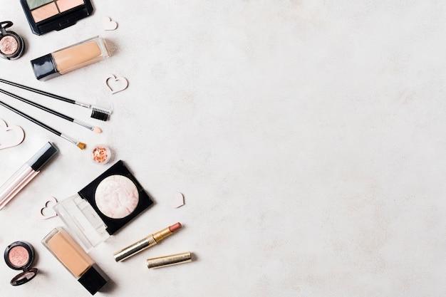 Productos para el cuidado de la piel en superficies ligeras.