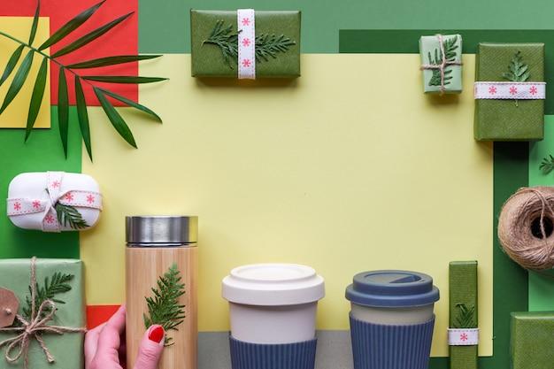 Productos ecológicos sin desperdicios envueltos como regalos de navidad o año nuevo sin plástico.