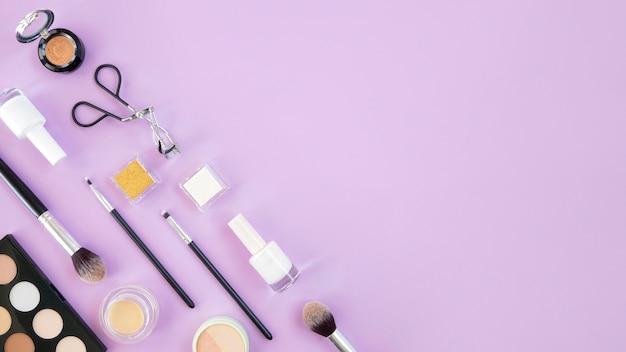Productos de maquillaje de espacio de copia