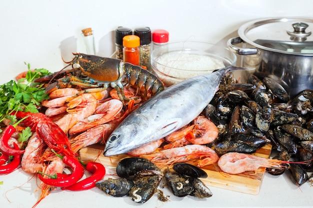 Productos marinos crudos frescos