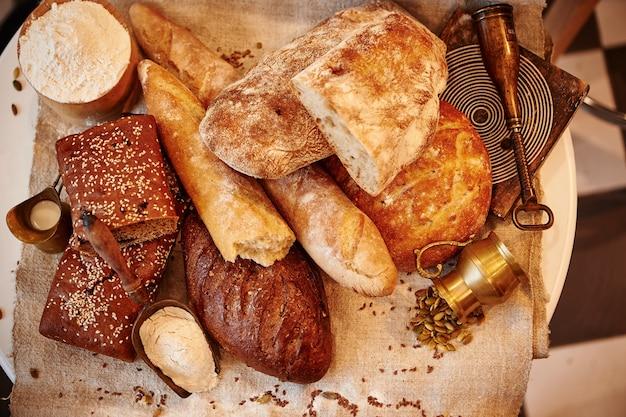 Productos de panadería en un textil.