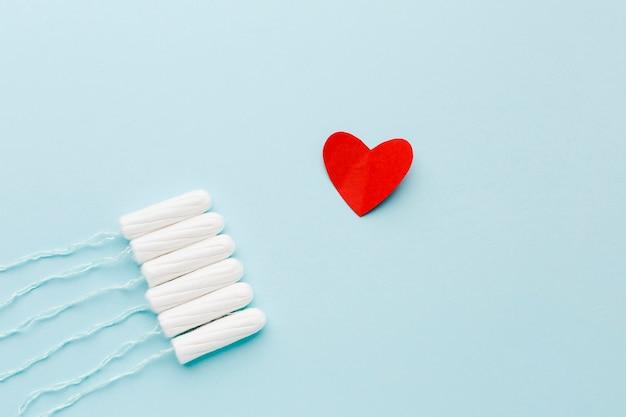 Productos sanitarios femeninos con corazón