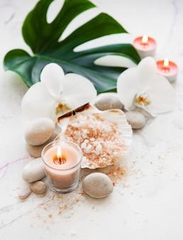 Productos de spa con orquídeas.