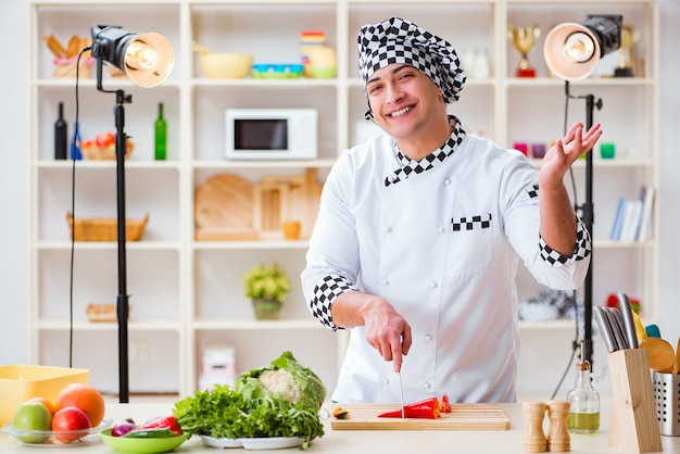 Programa de televisión para cocinar alimentos en el estudio